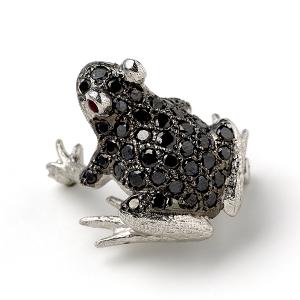 Frog-with-Black-Diamonds