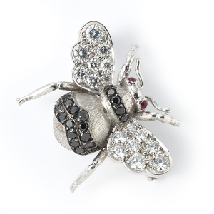 bee-with-black-and-white-diamonds