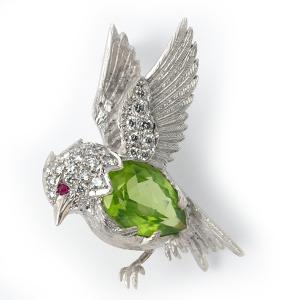bird-in-flight-with-peridot